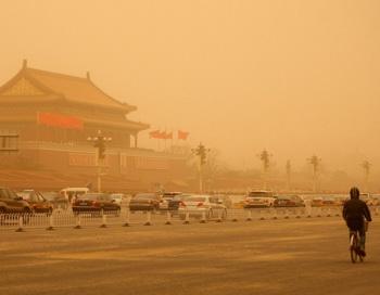Песчаная буря в Пекине. Фото: Feng Li/Getty Images