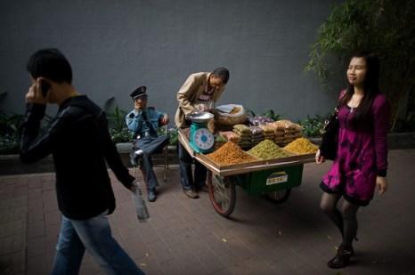 Китайские зарисовки.Еда - поголовное хобби всех китайцев. Фото: NICOLAS ASFOURI/AFP/Getty Images