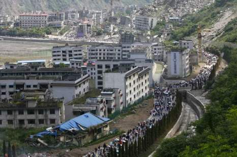 Фоторепортаж: В третью годовщину землетрясения люди оплакивают своих преждевременно ушедших родных и близких в Вэньчуане, провинции Сычуань. Фото: ChinaFotoPress/ Getty Images News.
