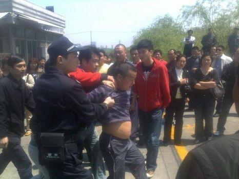 В Китае вспыхнула многотысячная забастовка водителей грузовиков.