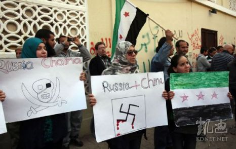 Сирийцы выражают протест против отказа Пекина и Москвы поддержать резолюцию ООН по Сирии. 6 февраля 2012 год. Фото: kdnet.net
