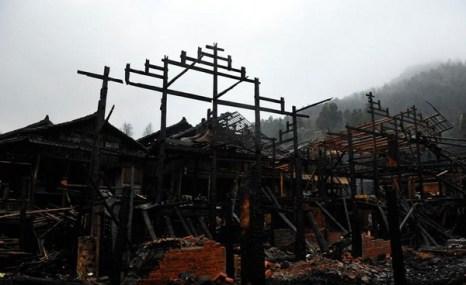 После пожара. Деревня Синьфэн провинции Хубэй. Февраль 2012 год. Фото: caixin.com