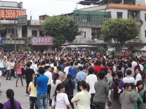 Протест рабочих обувной фабрики. Провинция Гуандун. Ноябрь 2011 год. Фото с epochtimes.com