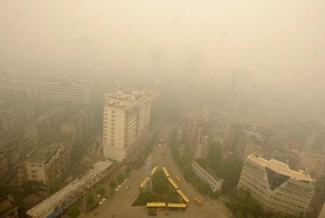 Жёлтый дым окутал город Ухань. Июнь 2012 год. Фото с epochtimes.com