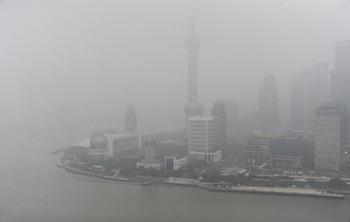 Окутанный смогом Шанхай. 24 января 2013 года. Фото: CFP