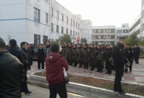 Столкновения крестьян с полицией в провинции Цзянси. Февраль 2013 года. Фото с epochtimes.com