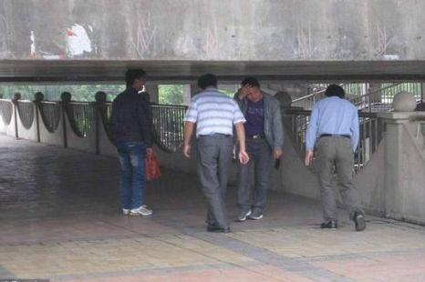 Низкий мост вызвал волну недовольства местных жителей. Город Наньнин. Март 2013 года. Фото с epochtimes.com