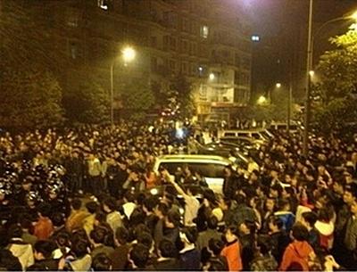 Протесты в городе Жэньхуай провинции Гуйчжоу. Декабрь 2012 года. Фото с epochtimes.com