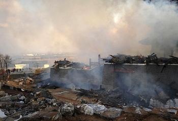 Сгоревшее государственное зернохранилище, которое вызвало множество вопросов. Июнь 2013 года. Фото с epochtimes.com