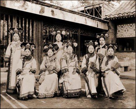 Придворные дамы. Пекин. Фото с kanzhongguo.com