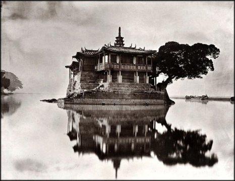Храм на маленьком острове на реке Миньцзян. Фото с kanzhongguo.com