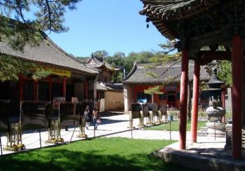 В монастыре Утай-Шань.   Фото: kunpendelek.ru