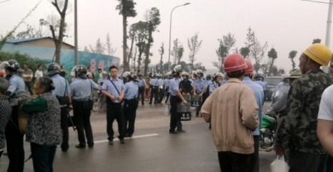 6 июня 2012 года. Китай. В Чунцине произошло кровавое столкновение народа с полицией. Фото с epochtimes.com