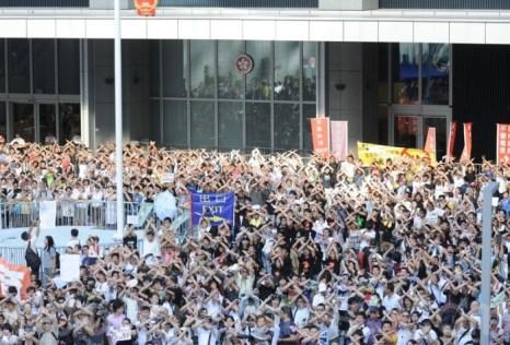 В Гонконге жители выступили против «промывания мозгов» детям в школах. Фото: Сунь Цинтянь/Великая Эпоха (The Epoch Times)