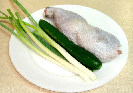 Основные ингредиенты курятины в специальном остром соусе по-сычуаньски. Фото: Сюся Линь/Великая Эпоха (The Epoch Times)