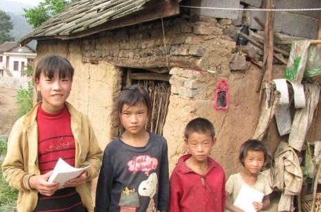Многие деревенские дети всё ещё живут за чертой бедности. Фото с epochtimes.com