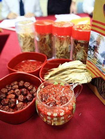 В препаратах китайской медицины содержится опасное количество ядохимикатов. Фото: The Epoch Times