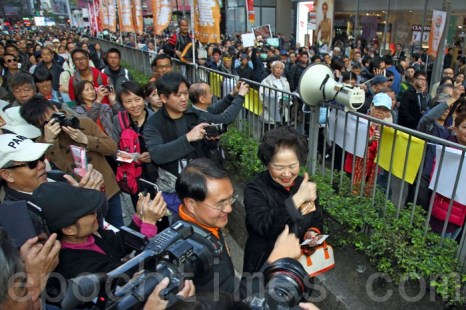 Бывшая глава секретариата Гонконга Чань Фан Онь-сан, которая пользуется большой популярностью у жителей города, поддержала участников протеста. Гонконг. Январь 2014 года. Фото: The Epoch Times