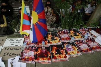 В прошлом году 27 жителей тибетских районов совершили самосожжение в знак протеста против репрессивной политики Пекина. Фото: The Epoch Times