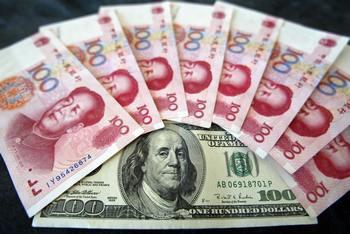 Китайцы активно выводят деньги за границу. Фото: AFP/Getty Images