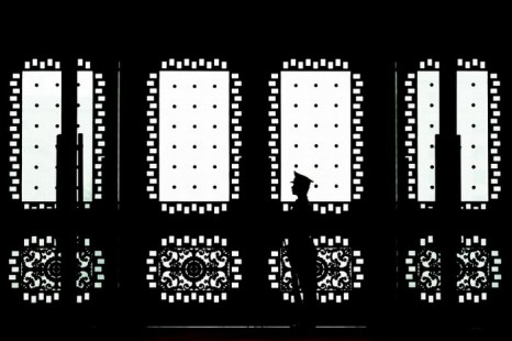 Китайский солдат охраняет вход в здание, 23 апреля 2013 года, Пекин, Китай. Китайский режим отрицает использование военных хакеров в недавних кибератаках на американский бизнес и правительственные объекты США. Фото: Andy Wong/Getty Images