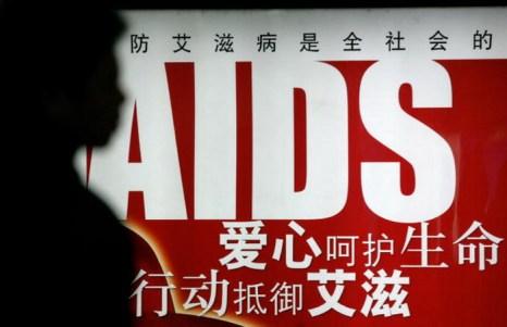 Плакат о СПИДе на станции метро Пекина. Фото: Peter Parks/AFP/Getty Images