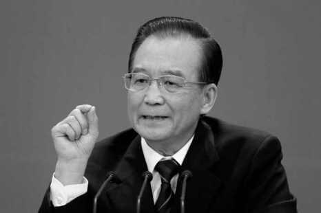Вэнь Цзябао на пресс-конференции в марте 2012 года, на которой он публично критиковал бывшего члена Политбюро Бо Силая. Откровения про богатства семьи Вэня появились в том же году. Фото: Lintao Zhang/Getty Images