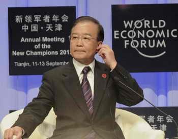 Бывший китайский премьер Вэнь Цзябао готовится к докладу на Всемирном экономическом форуме в Тяньцзине, 11 сентября 2012 года. Фото: Goh Chai Hin/AFP/Getty Images