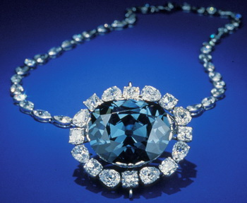 Почему бриллианты не носят днём? Фото с visitingdc.com