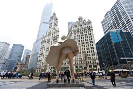 Скульптура  Мэрилин Монро отправится из Чикаго в Калифорнию. Фоторепортаж. Фото: Timothy Hiatt/Getty Images