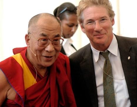 Актер Ричард Гир и духовный лидер Тибета Далай-лама. Фото: Peter Kramer/Getty Images