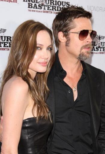 Актер Брэд Питт и актриса Анджелина Джоли на премьере «Бесславных ублюдков» в Голливуде, Калифорния. Фото: Jason Merritt/Getty Images