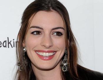 Актриса Энн Хэтэуэй. Фото: Michael Buckner/Getty Images