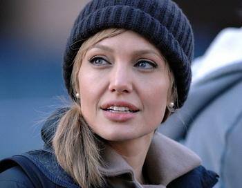Анджелина Джоли в фильме «Солт». Фото с сайта ajolie.biz