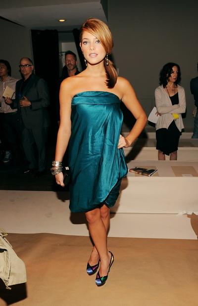 Эшли Грин. Актриса Эшли Грин на показе коллекции модной одежды Весна 2010. Фото: Angela Weiss/Getty Images