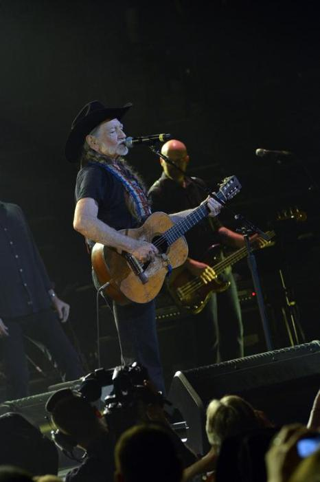 Благотворительный кантри концерт Кита Урбана прошёл в Нэшвилле. Фото: Rick Diamond/Getty Images for the Country Music Hall of Fame and Museum