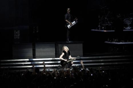 Мадонна выступает на открытии концерта ее мирового тура MDNA на стадионе Рамат-Гане 31 мая 2012 года в Тель-Авиве, Израиль. Фото:  Ильи Ефимовича /Getty Images