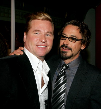 Роберт Дауни мл. и Вэл Килмер на премьере фильма «Поцелуй навылет». 2005 год. Фото: Kevin Winter/Getty Images