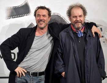 «На грани сомнения». Исполнитель главной роли Себастьян Кох и режиссёр Майк Фиггис на кинофестивале в Риме. Фото: TIZIANA FABI/AFP/Getty Images