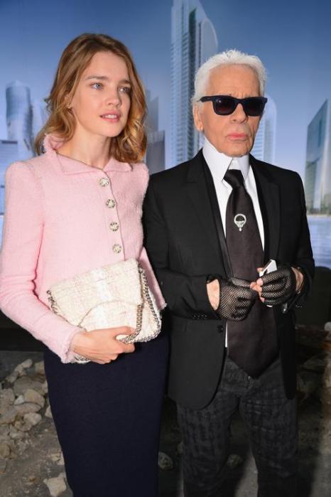 Наталья Водянова и Кард Лагерфельд на показе новой коллекции Chanel в Париже 2 июля 2013 года. Фото: Pascal Le Segretain/Getty Images
