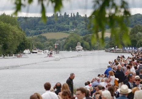 Одно из главных спортивных и светских  мероприятий Великобритании – Королевская регата, стартовала в Хенли (Англия) 3 июля 2013 года. Фото: Harry Engels/Getty Images