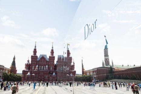 Зеркальный павильон Christian Dior на Красной площади в Москве 9 июля 2013 года. Фото: Victor Boyko/GettyImages for Dior