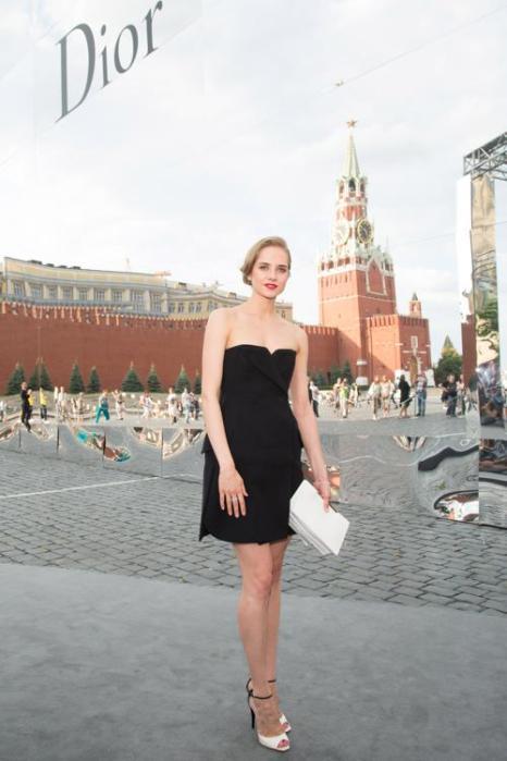 Мария Семениченко посетила закрытый показ Christian Dior на Красной площади в Москве 9 июля 2013 года. Фото: Victor Boyko/GettyImages for Dior