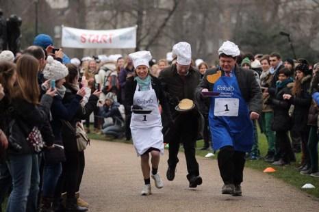 Блинная гонка английского парламента. Фото: Dan Kitwood/Getty Images