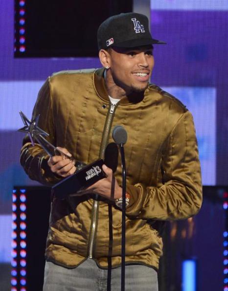 Известный американский певец Крис Браун получил награду BET Awards 2013 30 июня 2013 года в Лос-Анджелесе. Фото: Mark Davis/Getty Images for BET