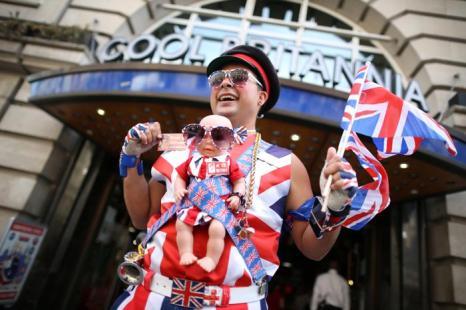 Жители Великобритании ждут наследника британского престола. Фото: Peter Macdiarmid/Getty Images