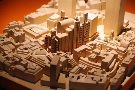 Модель здания компании «Ллойд» на выставке британского архитектора Ричарда Роджерса «Наизнанку» в Королевской академии искусств Лондона 16 июля 2013 года.  Фото: Oli Scarff/Getty Images