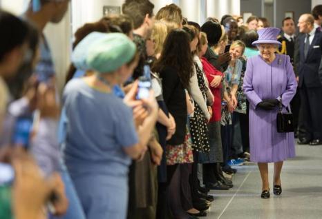 Елизавета II открыла новый Королевский госпиталь в Лондоне. Фото: Ian Gavan - WPA Pool/Getty Images