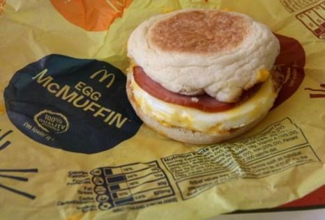 Пищевая информация напечатана на обертке McMuffin из McDonalds 1 октября 2008 г. в Сан-Рафаэле, Калифорния. Фото: Justin Sullivan/Getty Images