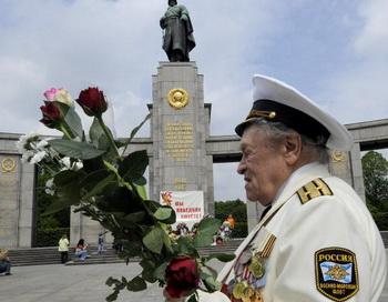 Всем защитникам посвящается. Стихи к 9 мая. Фото: THEO HEIMANN/AFP/Getty Images